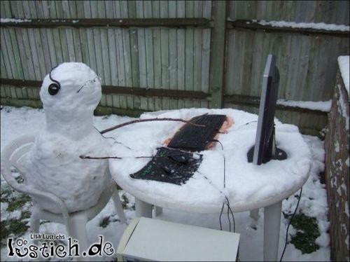 Schneemann am Computer
