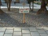 Nicht auf den Rasen gehen