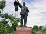 Hängen an der Statue