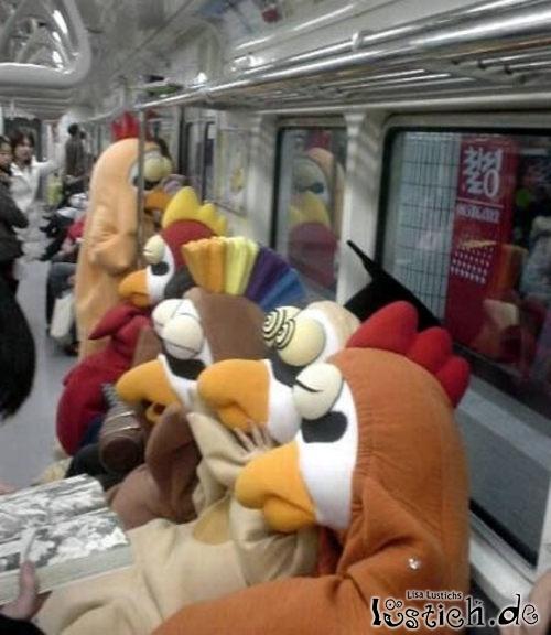 Werbemaskotchen in der U-Bahn