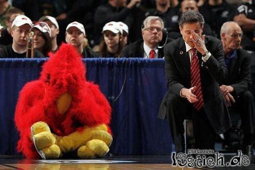 Trainer und Vogel verzweifeln