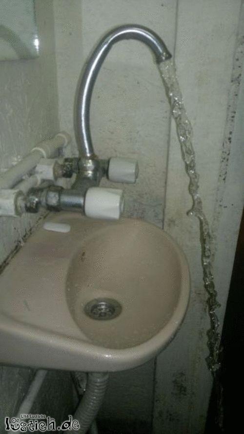 Wasserhahn installiert