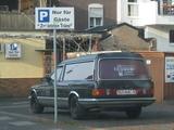 Leichenwagen auf Kneipenparkplatz