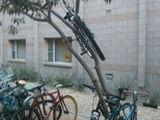Fahrrad platzsparend anschließen